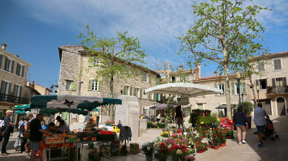 place du village de la colle sur loup